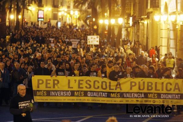 100.000 personas en Valencia contra los recortes. 20 de enero de 2012